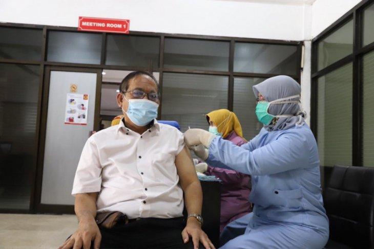 Ratusan dosen dan karyawan Untag Surabaya terima suntikan vaksin COVID-19