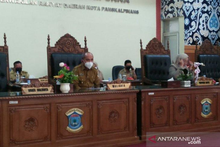 Walikota Pangkalpinang hadiri rapat paripurna terkait keputusan tiga Raperda