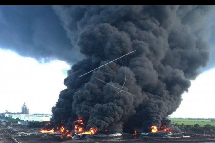 Penanganan kebakaran tangki minyak Pertamina