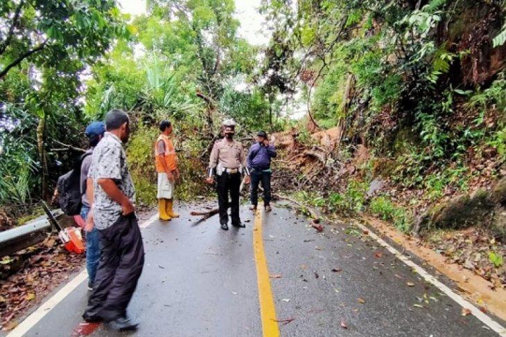 Jalan Sibolga-Tarutung kembali longsor, arus lalu lintas dialihkan lewat Rampah-Poriaha