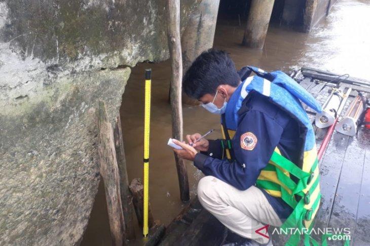 Program Studi Geografi ULM survei hidrografi dan GPS di Sungai Martapura