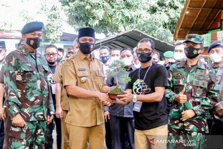 HUT ke 75 TNI AU, wali kota Sabang buka pameran bonsai dan donor darah
