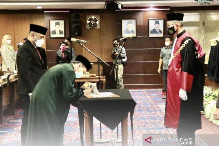Seno Aji  dari Gerindra dilantik sebagai wakil ketua DPRD Kaltim