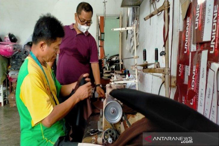 Usaha penjahit baju  di Medan masih bertahan bagus