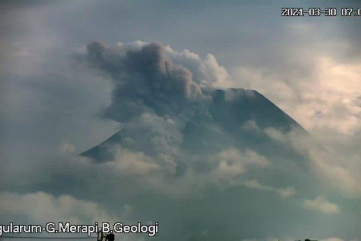 Selasa pagi, Gunung Merapi luncurkan awan panas guguran sejauh 1,5 km
