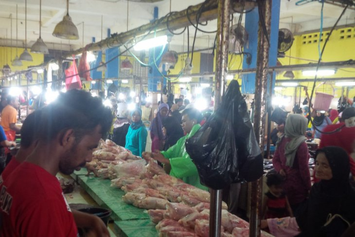 Balai Karantina Pertanian awasi pasokan daging ayam ke Ternate