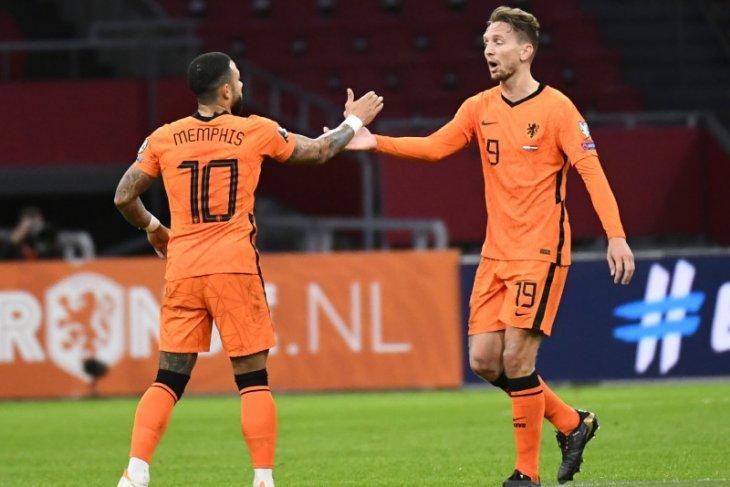 Belanda menghancurkan Gibraltar tujuh gol tanpa balas