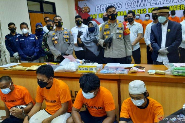 20210331 104231 - Empat Fakta Kepala Desa di Tangerang yang Di Gerebek Saat Pesta Narkoba