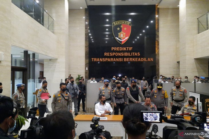 Kapolri:  Enam kali, Terduga teroris tembak petugas