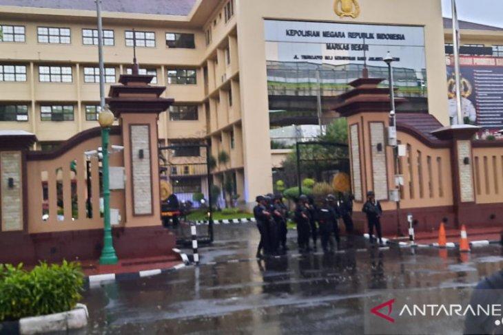 Tim Gegana masuk gedung Bareskrim Polri terkait penembakan oleh OTK