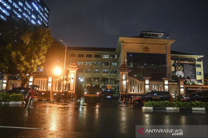Densus 88 pursues  three terror suspects in Jakarta