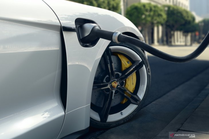 Porsche Indonesia umumkan pembaruan perangkat lunak Taycan terbaru