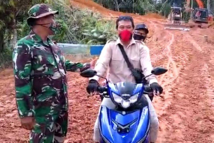 Masyarakat  Bangga  Pengerjaan Jalan Satgas TMMD 110 Putussibau Sudah  Tuntas