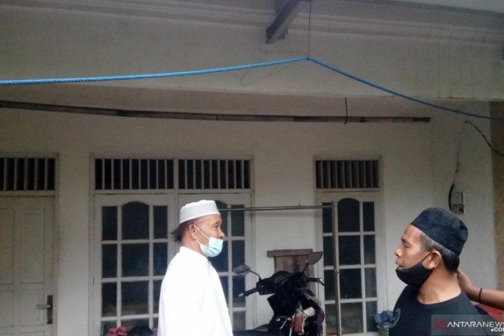 Ayah dari pelaku teror di Mabes Polri enggan beri komentar