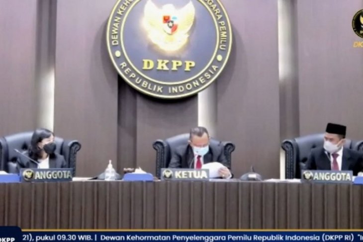 DKPP berhentikan tetap Anggota KPU Kota Jambi