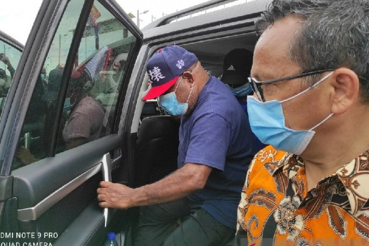 PNG deports Papua governor, two companions for illegal entry