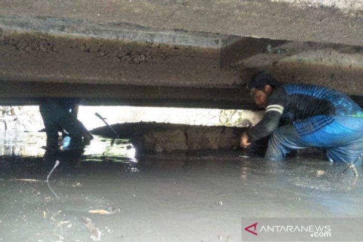 Kali Bojong Menteng di Bekasi dibersihkan kurangi  risiko banjir