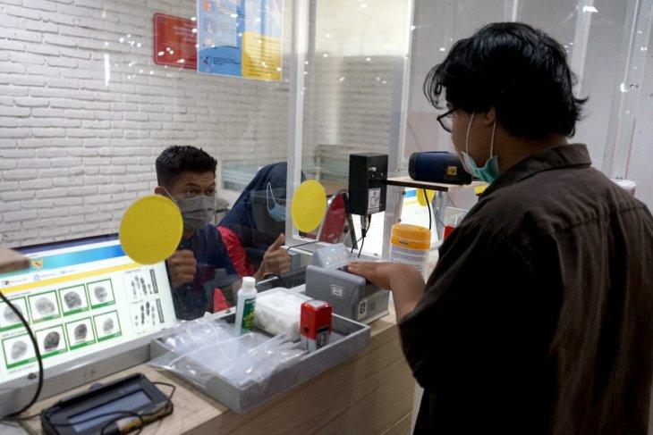 Cara Eri Cahyadi tingkatkan kualitas pelayanan publik di Kota Surabaya