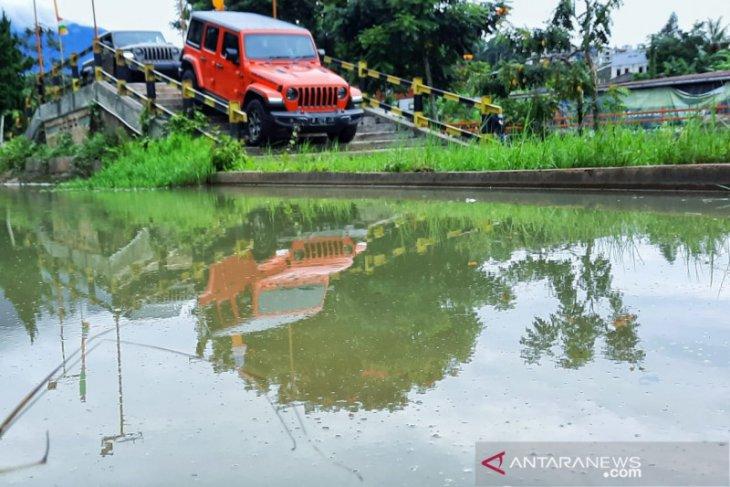 Jeep Indonesia memberikan gratis 125