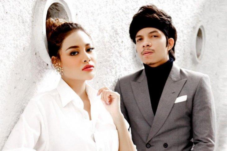 Atta dan Aurel resmi jadi pasangan suami istri