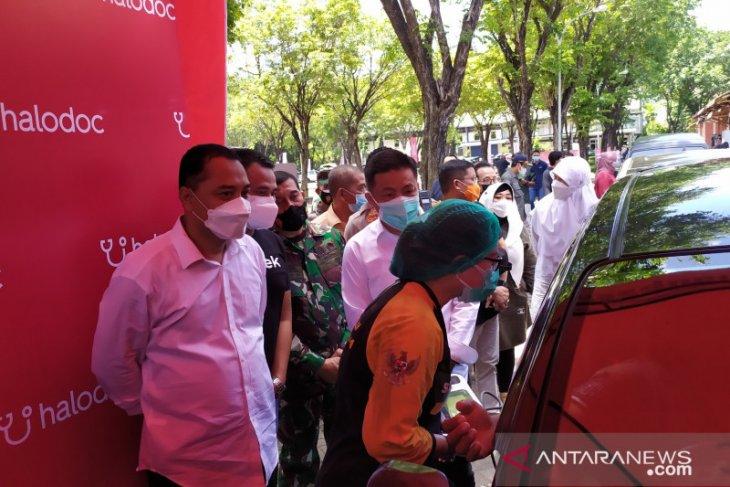 Wali Kota Surabaya tinjau vaksinasi