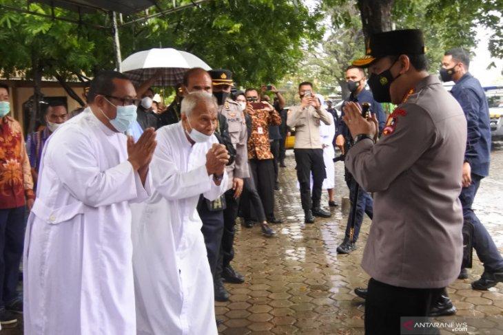 Puluhan personil Brimob Polda Maluku kawal misa jelang Paskah di Kota Ambon