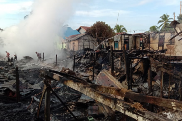 Lima rumah warga Desa Ujung Said Kapuas Hulu terbakar