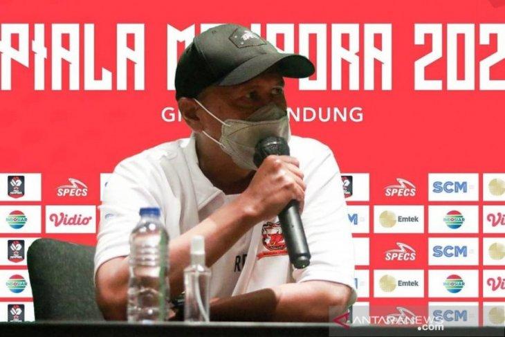 Pelatih Rahmad Darmawan ucapkan selamat atas kemenangan Persik