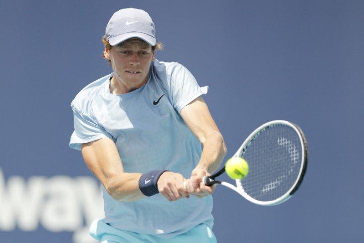 Sinner  petenis Italia pertama capai final Miami Open