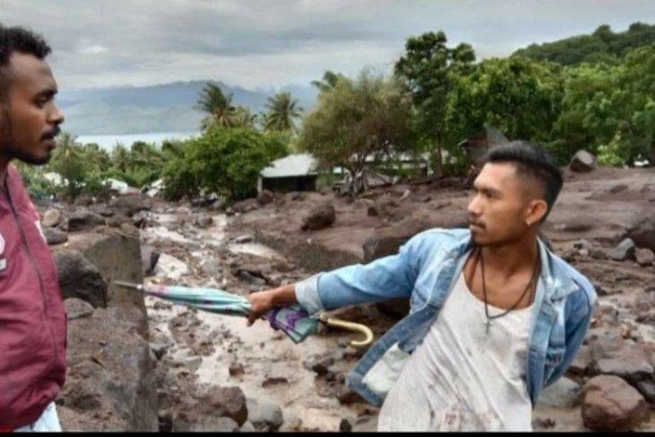 Keterbatasan alat berat jadi kendala pencarian korban longsor Flores Timur