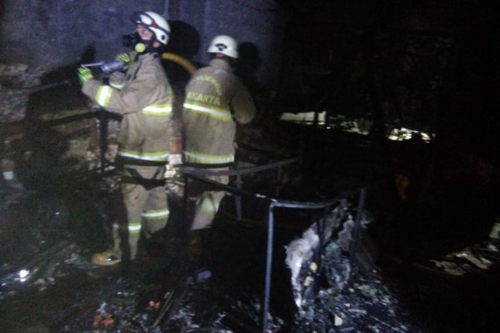 Kebakaran melanda  warung bakso di Jakarta Timur