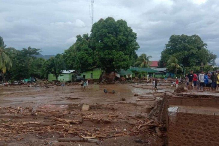 Banjir bandang di Flores Timur akibatkan 23 orang meninggal