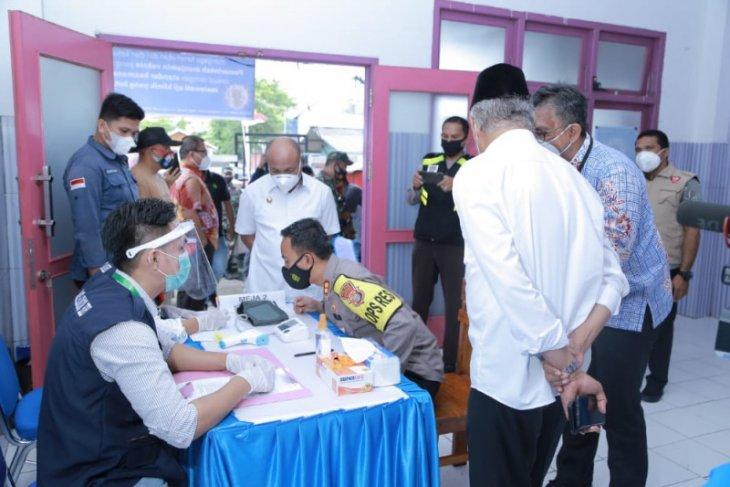 JCH lansia asal Kabupaten Halmahera Utara divaksinasi COVID-19