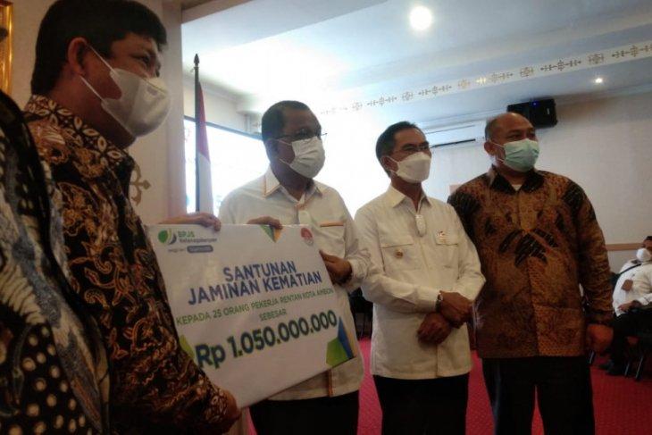 Pemkot Ambon- BPJAMSOSTEK lindungi jaminan sosial 25 ribu pekerja rentan