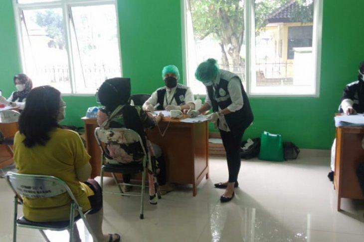 500 pedagang pasar tradisional di Kabupaten Tangerang jalani vaksinasi COVID-19
