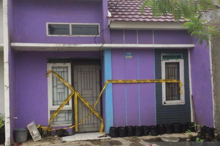Densus 88 geledah rumah terduga teroris di Karawang