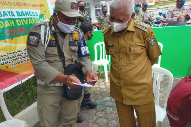 Kunjungi pelaksanaan vaksinasi, Bupati Asahan minta dukungan warga