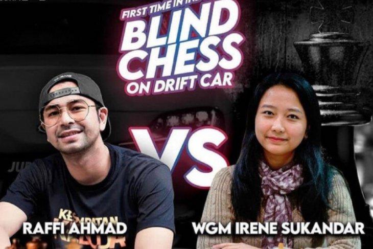 Duel catur  Irene Sukandar dengan presenter Raffi Ahmad tercatat dalam rekor MURI