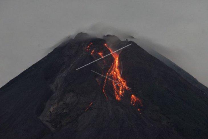 Mount Merapi spews red-hot lava 11 times on Monday