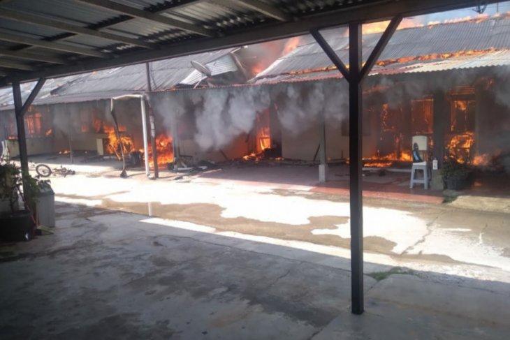 Asrama Polisi di Pontianak terbakar