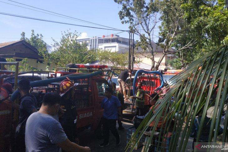Lima unit asrama polisi di Pontianak hangus terbakar