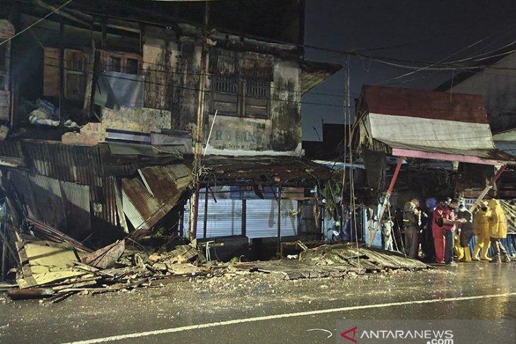 Dinding Bangunan Di Kawasan Pasar Ujung Murung