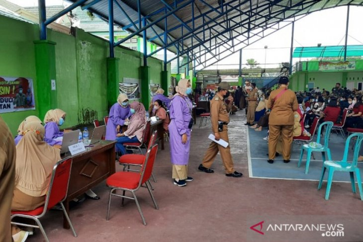 6.097 guru di Kota jambi di vaksin COVID-19