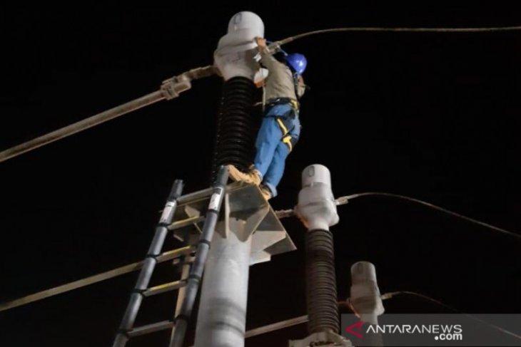 Petugas PLN gerak cepat pulihkan sistem kelistrikan Bangka