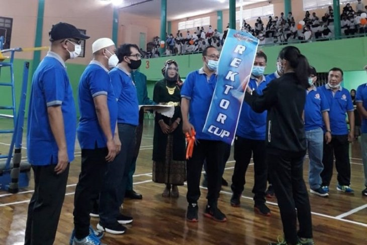 Pebulutangkis Jambi mengasah kemampuan pada Kejuaraan Rektor Unja Cup 2021