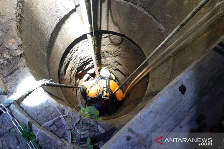 Tim SAR evakuasi anak jatuh ke sumur 30 meter