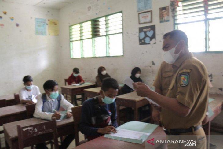 Bupati dan Wabup Sergai tinjau pelaksanaan Ujian SMP