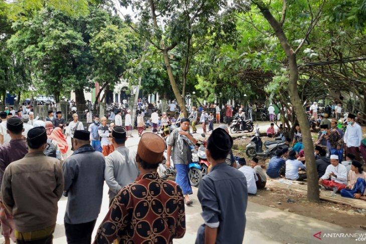 Ratusan pelayat tokoh ulama Banten Abuya Uci  terus berdatangan