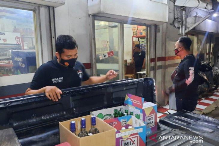 Polres Bekasi sita 11 dus minuman keras jelang bulan Ramadhan