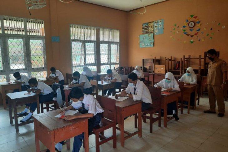 SMPN 01 Sukadana gelar ujian sekolah dengan menerapkan protokol kesehatan